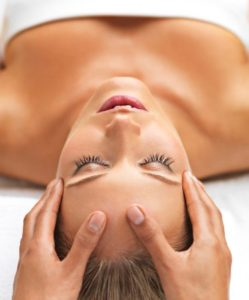HOW TO MAKE A GOOD RELAXING MASSAGE IN CERVICALS TO YOUR CHIC